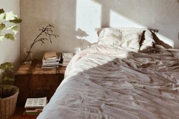 Czy warto regularnie prać kołdry i poduszki